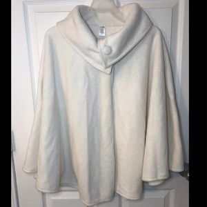 **NWT**WOMEN'S EAST 5TH CAPE IN IVORY-ONE SIZE